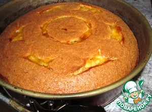 Отправляем в разогретую до 175 *С духовку на 40 минут.   Через 30 минут выпекания можно прикрыть пирог сверху фольгой, чтобы не пригорел верх.   Остужаем в форме, только потом вынимаем и подаем на стол.