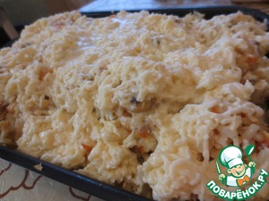 Вот соус и готов! Заливаем им блюдо.      В разогретую к этому времени до 180С духовку ставим форму с аппетитным содержимым.
