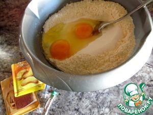 Смешать: муку, разрыхлитель, сахар, ванильный сахар, соль, ром, миндальный ароматизатор, яйца