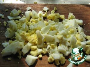 Яйцо измельчить.