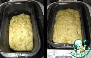Тесто подошло.      Без хлебопечки делаем дрожжевое тесто, как обычно,    ставим на расстойку, обминаем и еще раз даем подняться.
