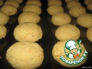 Выпекаем в духовке, разогретой до 160 градусов, минут 30-35.    До того момента, пока печенья не начнут трескаться и золотиться.