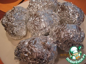 Then very carefully wash the potatoes with brush, dry it, wrapped with foil and put to bake in the oven.