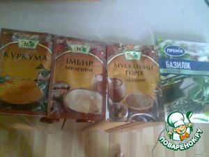 3. Добавляем приправы, майонез, сметану, соевый соус.