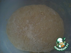Dough: flour chop with butter crumbs, add milk, sugar, knead the dough and put in the fridge for 3 hours.