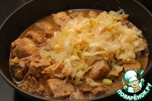 Add meat to the fried onions and continue to simmer for 15-30 minutes.