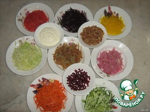 All the vegetables cut into strips.If hard cabbage, salt for soft, allow to stand and remove the liquid.Onion pickle with vinegar or lemon juice,pepper,sugar,oil.When using sauerkraut it is sometimes washed .
