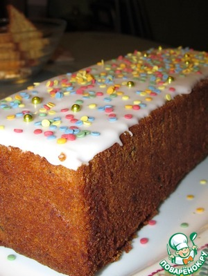 Of powdered sugar and lemon juice with water to prepare the glaze, just all mixing to homogeneity; the liquid in the icing sugar, add gradually, constantly stirring. The glaze should be very runny.  Fill the cake, decorate as desired.