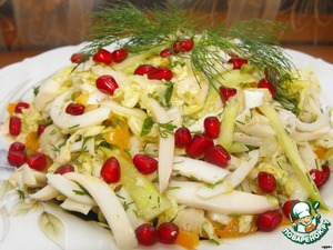 Combine cabbage, squid, cucumber, tomatoes, dill and mix gently.  Salad a little salt, drizzle with lemon juice, season with olive oil and stir again.  Salad put in a salad bowl and garnish with pomegranate seeds.  Bon appetit!
