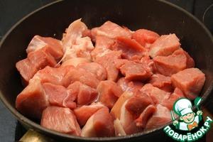 Cut pork meat into large chunks. Add a little vegetable oil in a pan and fry the meat until light brown. Put in a separate bowl.