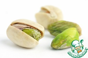 Pistachio is one of the oldest nuts, known in the history of mankind. First mentioned in the territory of present Iran and Syria, then in Greece and other parts of Europe, and then the pistachio spread around the world. In cooking, pistachios are used already more than 2,5 thousand years. In the ancient East this nut is considered a symbol of wealth and success. Worldwide meals with the addition of pistachio nuts are considered elite. For example, Nobel laureates in Stockholm on mandatory buy pistachio ice cream.  Today about half the global number of pistachios on the market is provided by Turkey.  Collect the nuts during the night, as by day the leaves of pistachio trees emit essential oils, from which dizzy.   Pistachios are an excellent remedy for depression! And also reduce the level of cholesterol in the blood, improve functioning of the liver and cardiovascular system!  Of the vitamins contained in fruits of pistachio, stands high in vitamin E – a natural antioxidant, rejuvenating the human body. It is no accident in ancient times, pistachios were called