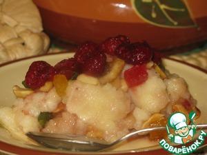 При подаче я украсила ягодами малины. Умопомрачительный десерт! Дети вообще не заметили манку.