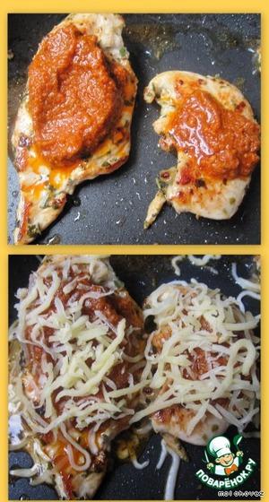 Наносим соус на филе. Посыпаем сыром! Пару минут под крышкой или минута в микроволновой печи!