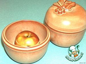 Поставить в духовку на 35 мин. 225С   Яблоко подавать горячим с мороженым или ванильным соусом.