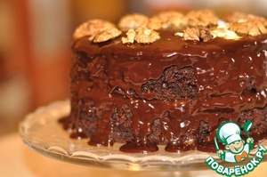 Put one cake on a dish with the caramel up. Top apply half of the glaze. Icing on top put the second cake caramel up and pour the remaining glaze. Let glaze drip off, this cake is characterized by such negligence. Garnish with halves of walnuts. Before serving, you can put it in the refrigerator.