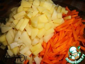 Режем картофель брусочками и оставшуюся морковь (200 гр) соломкой.