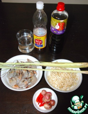 Gather all the ingredients. It is important that the shrimp were very fresh.