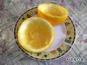 Апельсин разрезать на половинки