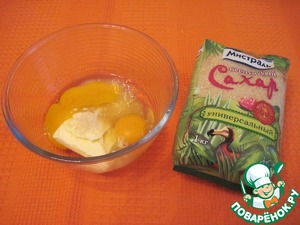 The softened butter vzbit with sugar, eggs to a froth, add salt, flour, cream water and vodka and mix thoroughly.
