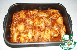 On a baking sheet put the wings in a single row, spread on top of the marinade. Bake in a preheated 180 deg. the oven for 35-40 minutes.