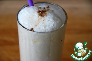 Eggnog is a beverage and a dessert, it is eaten with a spoon or drink through a straw.  In a convenient pour a glass, sprinkle with nutmeg.  Be healthy!