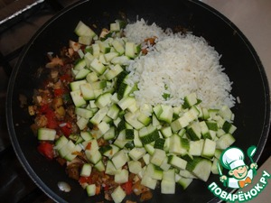 Add zucchini and rice, simmer for another 5 minutes, remove from heat.