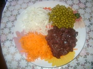 The liver is cut into cubes,  onion - half rings,  carrots grate on a coarse grater