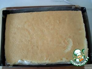 Когда масса начнёт застывать взбить сливки (200 мл.), всё перемешать. Достать тортик с холодильника, снять рамку и помыть её. Затем снова поставить её вокруг тортика, оставляя с каждое стороны по примерно 2 сантиметра.