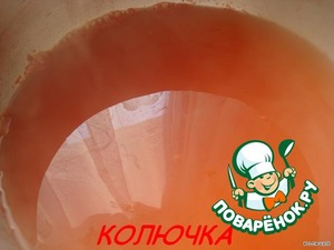 Prepare the marinade: in a saucepan pour water, add salt, vinegar, sugar, ketchup, and put it on the fire until it boils