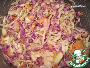 Fill the sauce to the cabbage and mix well.