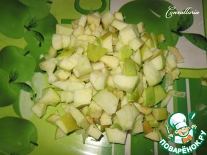 Apples cut into cubes or grate on a coarse grater.  Apples better to take sour varieties as salad dressing is sweet enough.  I have a sort of
