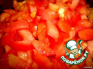 Все овощи также нарезаем брусочками. Помидор.