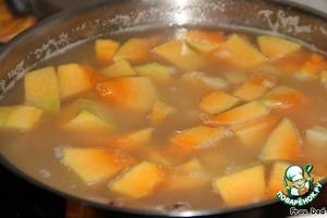 Добавить в суп картофель, тыкву и чечевицу. Варить 15 минут.