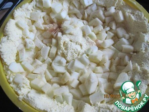 Spread 2/3 of the apples on the cheese, a mound in the middle leave free.