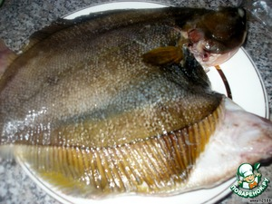 Рыбу разморозить, почистить, аккуратно удалить внутренности (их в камбале совсем немного).