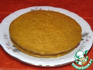 Detachable form grease with vegetable oil. You can lay oiled paper, will be even easier to remove cakes.  From the resulting dough will bake individually 4 layers at a temperature of 200 degrees. On each cake should be about 20 minutes.