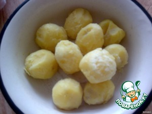 Boil potatoes, clean.