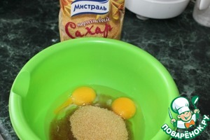 Beat the eggs with sugar.