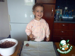 Чайной ложкой выкладываем тесто на лист.