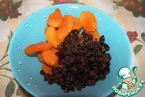 Dried apricots and raisins wash.