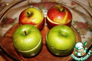 In refractory form, pour a little water (1 cm), put in it the apples. Put bake in the oven for 40 minutes at 180 degrees.