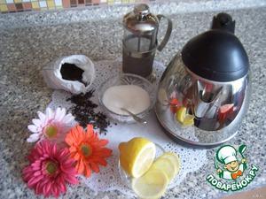 Соберем все необходимые ингредиенты и вскипятим чайник.   Обязательное условие - чай нужно подавать в прозрачной посуде.