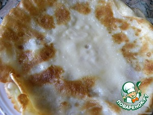 bake pancakes, greasing the pan with butter