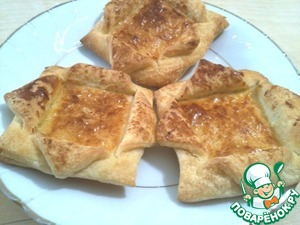 Here, we make Golden tarts. The stuffing can be put in tarts, any, favorite salad, eggs, fruit or berry jam. There is already a vent to your imagination and taste.