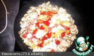 Further, the vegetables, fry on high heat, stirring constantly.