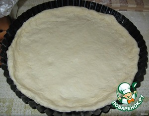 The finished dough roll out, divide in two, half is put into a mold.