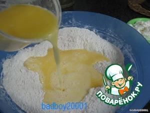 Масло и молоко разогреть в микроволновке, добавить желтки в муку