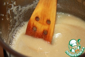 In a saucepan dissolve sugar in cream. Remove from heat.