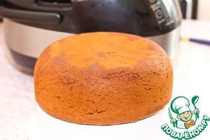 Стаканы обычные, не для мультиварки! Муку смешиваем с содой и разрыхлителем, отдельно взбиваем яйца с сахаром в крепкую пену, добавляем мёд (если он не жидкий, необходимо заранее его подогреть и охладить), соединяем с заранее подготовленной мукой.