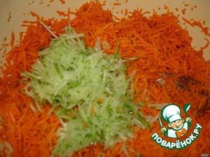 Добавить к моркови, перемешать.